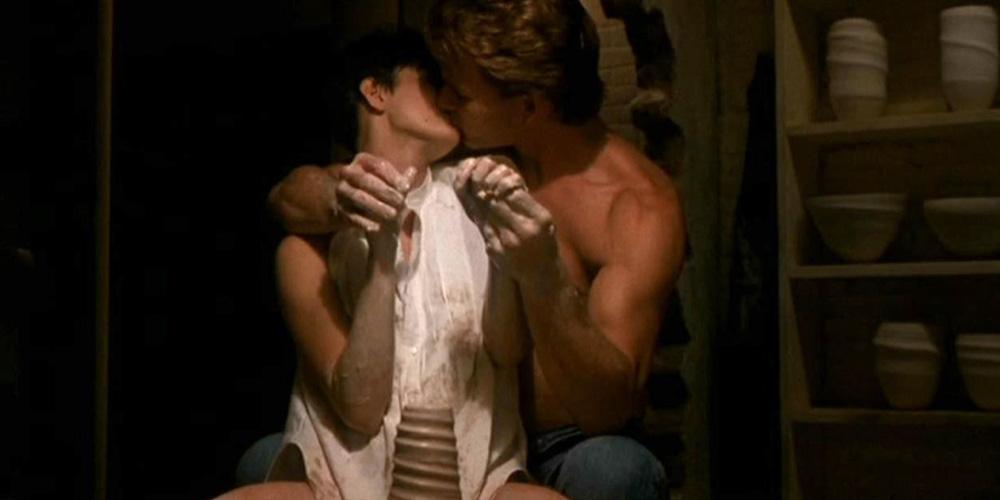demi-moore-og-patrick-swayze-i-en-klassisk-scene-fra-ghost-1990